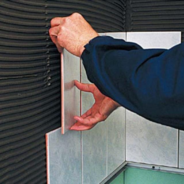 Облицовка стен керамической плиткой в ванной