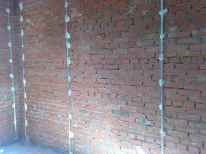 Установка маяков для штукатурки стен