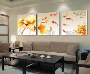 Три картины над диваном