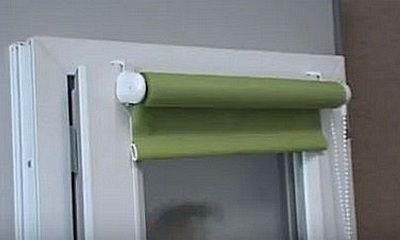 Примерка рулонных штор на окне