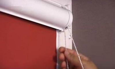 Устанавливаем рулонную штору