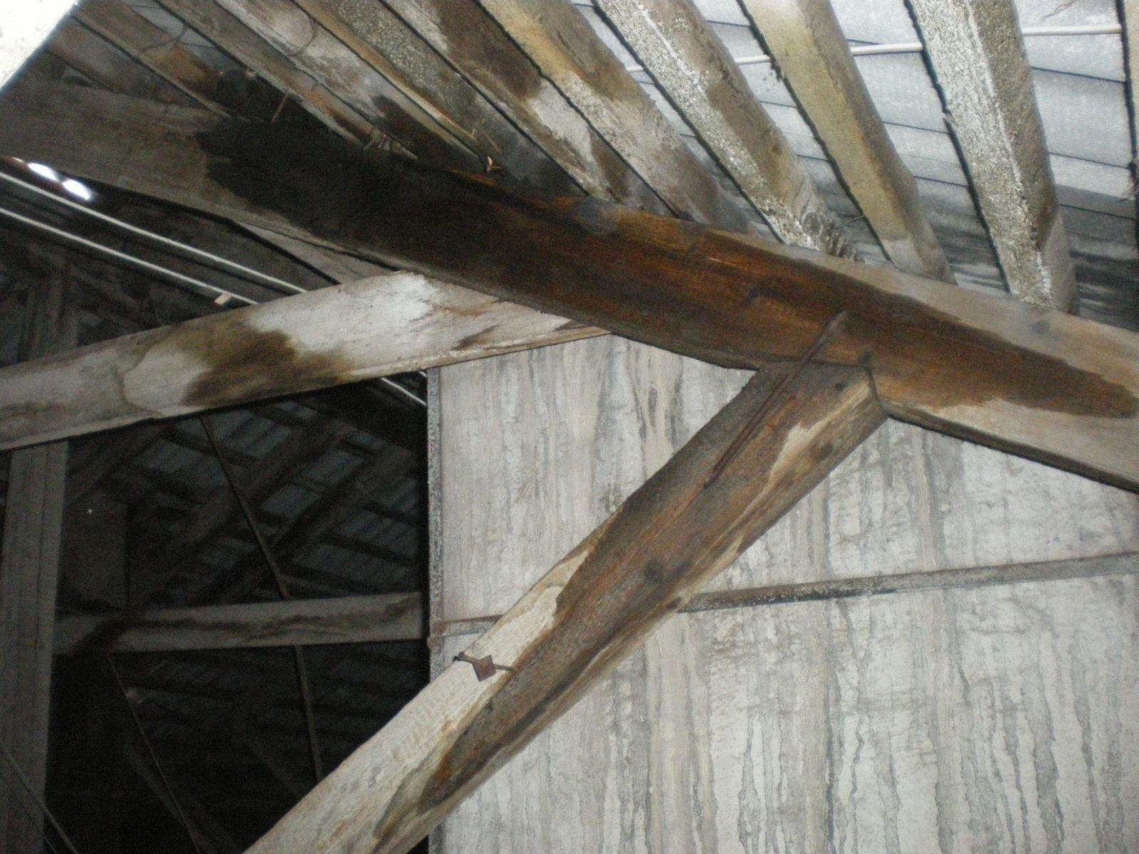 Неправильно спроектирована крыша дает течь
